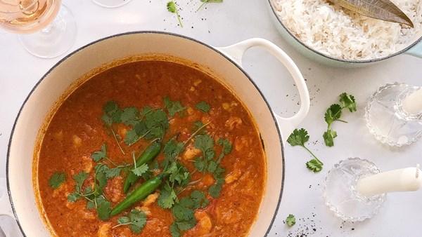 Curryrätt med räkor och kokosris