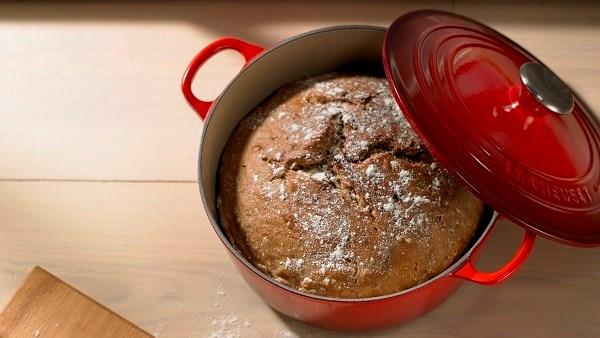 Världens bästa bröd bakat i en gjutjärnsgryta